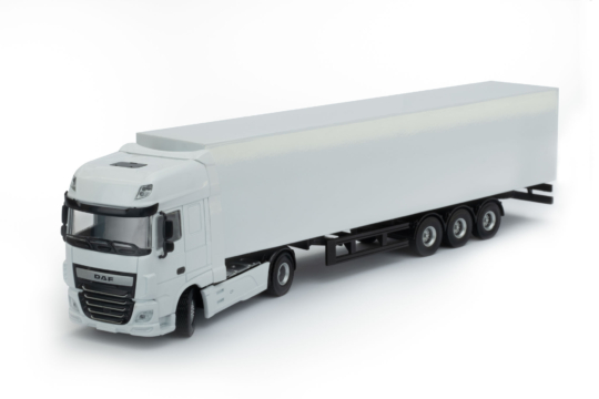 Maßstab Modell DAF XF 4x2 mit weißer Anhängerfarbe